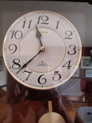reloj de pared caja de madera con péndulo