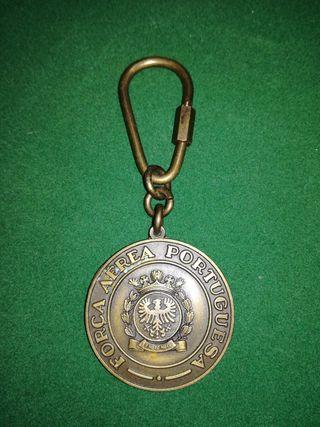 Llavero con medalla de bronce de la Fuerza Aérea P