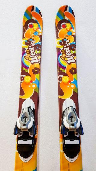 Esquís snowblade con fijaciones