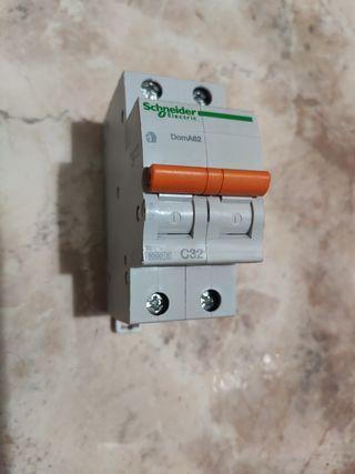 magnetotermico 32a schneider