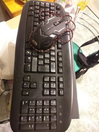 ordenador con teclado y ratón windows 7 pro