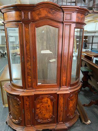 Mueble de madera vitrina
