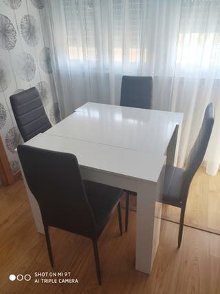 Mesa extensible más 4 sillas