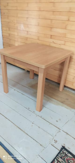 mesa de madera .sillas .mesa cristal