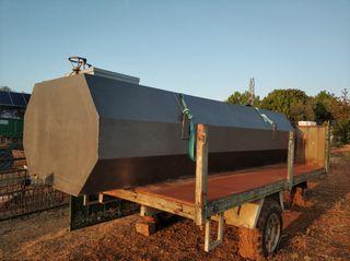 Depósito de agua de 5000 litros y remolque