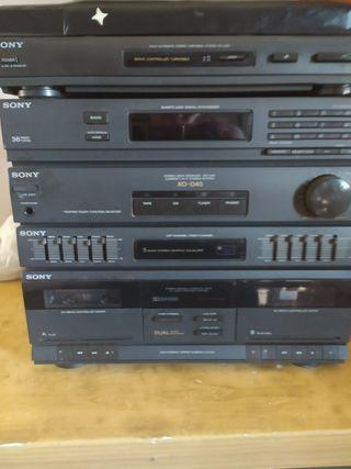 Equipo de música con tocadisco para cinta y radio