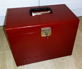 Caja metálica con llave