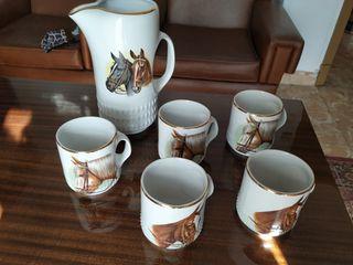 juego jarra y tazas de caballos marca Vitrosan