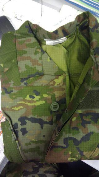 Uniforme militar ejército español. Pixelado