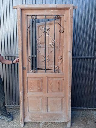Puerta clásica madera