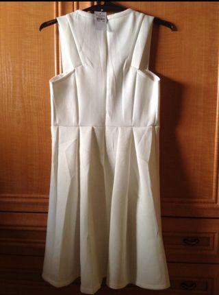 vestido con etiqueta