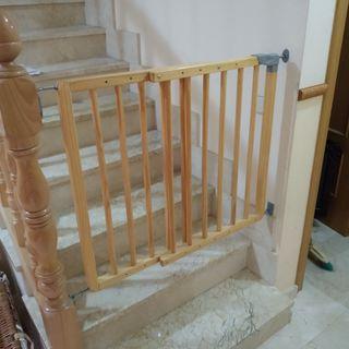 Puerta barrera para escalera