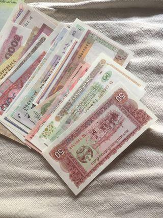 Lote 50 billetes extranjeros