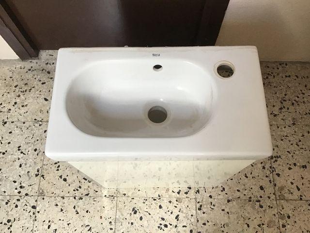 Lavabo pequeño con mueble suspendido,bien estado