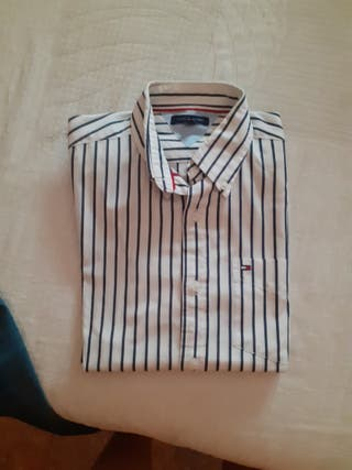 Camisa Tommy Hilgfiger. Talla 12.