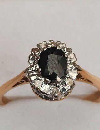 Anillo de oro de 18KT, zafiro y diamantes