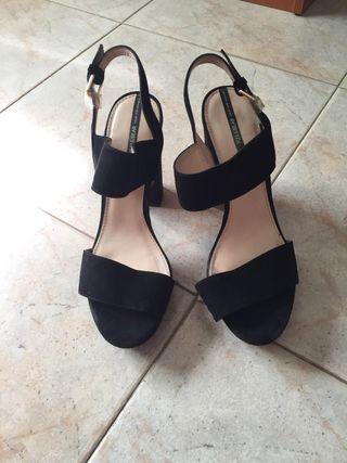 Sandalias negras plataforma. Talla 40
