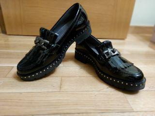 zapato negro pitillos