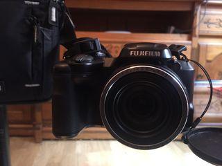 Cámara de fotos Fujifilm con estuche y microSD 8GB