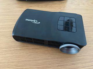 Proyector Optoma ML300 y pantalla.
