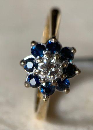 Anillo de oro de 18KT zafiros y diamante