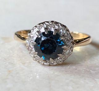 Anillo de oro de 18KT zafiro y diamantes