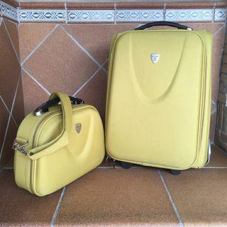 Maleta y bolso de viaje a juego