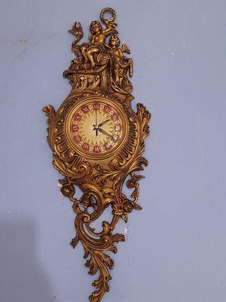 Antiguo reloj de pared en bronce