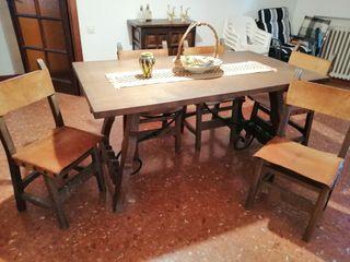 mesa madera maciza y 5 sillas cuero