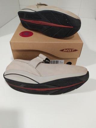Zapatos MBT beig 38