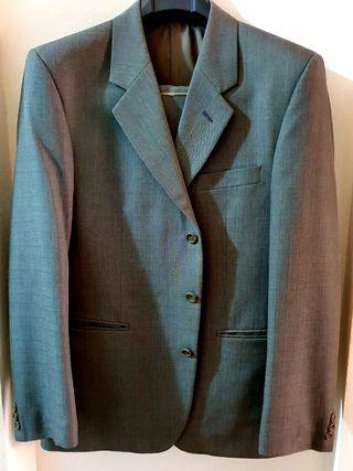 Traje chaqueta gris oscuro