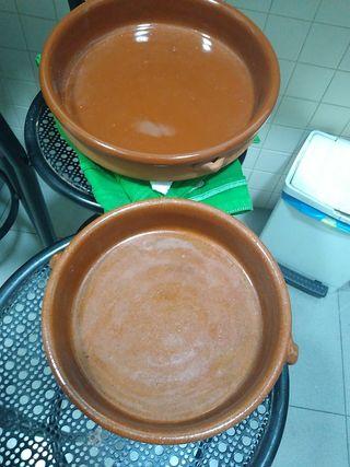 2 Cazuelas de barro.