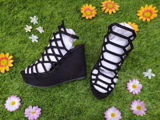 Sandalias plataforma antelina negra