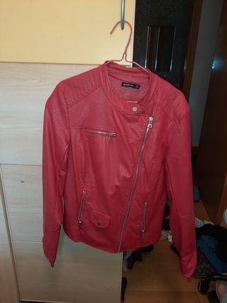 chaqueta cuero roja. Precio negociable.