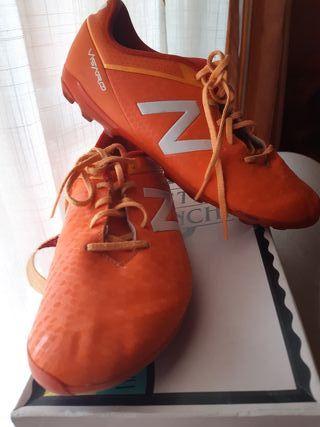 botas de fútbol New Balance N.36.