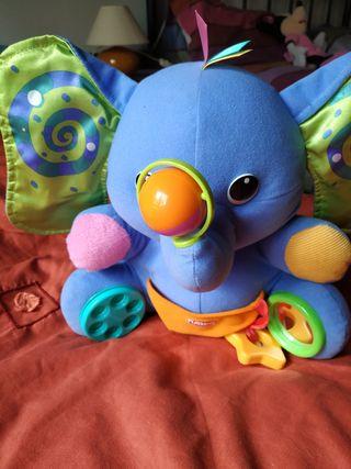 juguetes manipulativos y manta de actividades