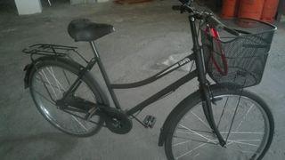 bicicleta de paseo,regalo patinete en buen estado.