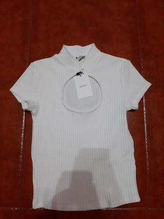 Camiseta estilo crop top