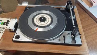 Tocadiscos y 85 discos LP