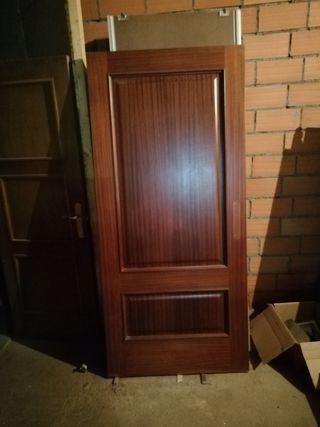 puerta madera Sapelly