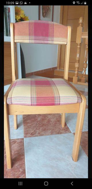 Silla de madera color haya