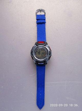 Reloj digital multifuncion.