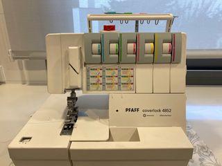 Maquina de coser remalladora Pfaff coverlock 4852