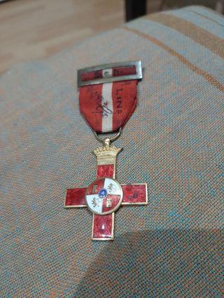 medalla division azul al merito con iniciales.