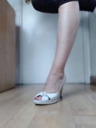 Zapatos tacón novia tipo peep toe