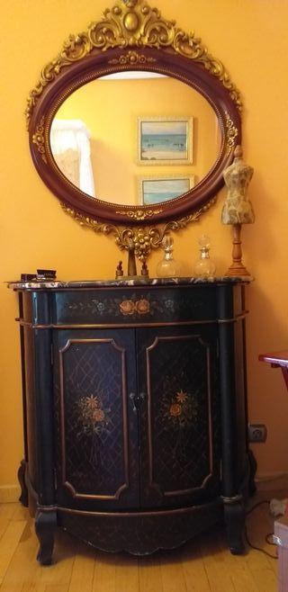 Espejo y lavabo imitación antiguo.