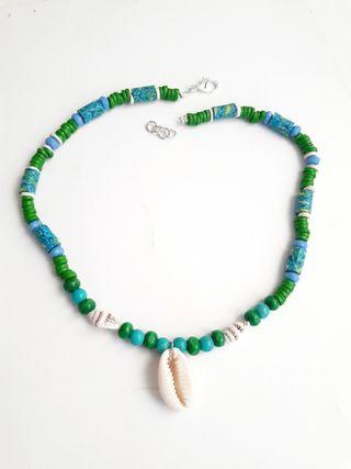 Collar verde surf concha y caracolas
