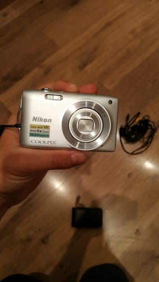 Camara Nikon pequeña muy portable