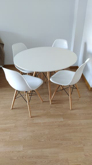 Mesa de comedor + 4 sillas