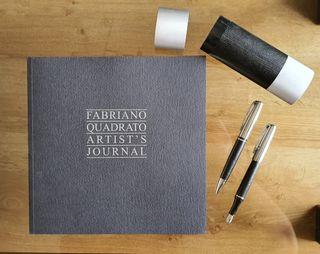 Cuaderno dibujo Fabriano + estuche boli y pluma